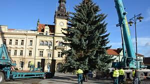Cesta vánočního stromu před kladenskou radnici