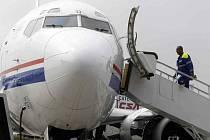 PŘÍLIŠ HLUKU. Letadla startující a přistávající na záložní ranveji ztěžují život mnoha lidem. Vedení letiště slíbilo, že omezí noční lety.