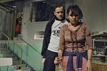 Na snímku je Jan Vlas s Alenou Štréblovou. V pozadí vykukuje Šárka Opršálová.