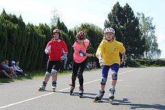 Ve Sportovních areálech města Stochova závodili chlapci i dívky na in-line bruslích.