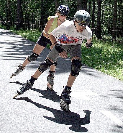 Závody v in-line bruslení na Sletišti v Kladně jsou určeny pro různé věkové kategorie. Nejbližší z nich se koná v sobotu 30. srpna.