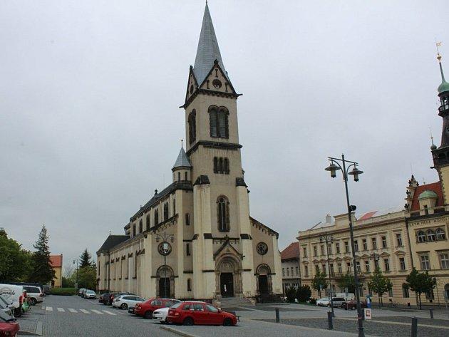 Kostel Nanebevzetí Panny Marie, náměstí Starosty Pavla, Kladno.
