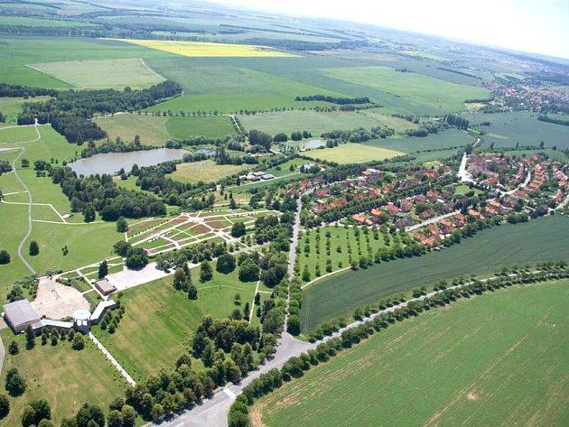 Letecký pohled na Lidice.