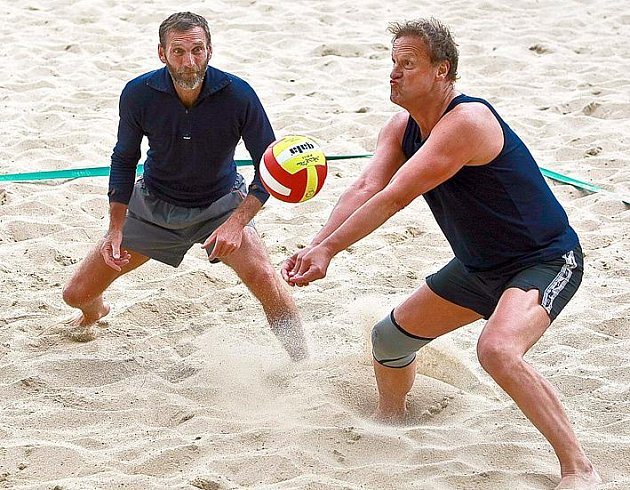 Plážovému volejbalu se mohou věnovat hráči bez rozdílu věku. To je i cílem občanského sdružení S3G (Sportovci tří generací).