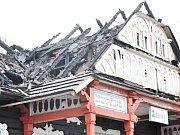 Libušín na Pustevnách 4. den po ničivém požáru. Ilustrační foto.