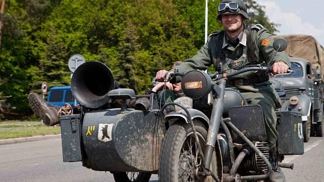 Kolona vojenských a historických vozidel projede Slaným v sobotu mezi devátou a desátou hodinou.