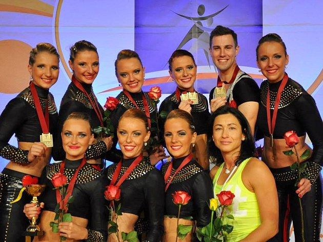 Pátý titul mistryň světa získaly závodnice Aerobik Dancers Kladno v Praze.