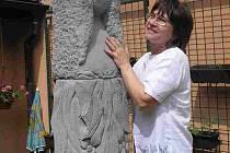 Květoslava Lukášová z Bratronic se i bez výtvarného vzdělání věnuje sochařině