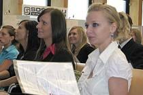 Také maturanti z kladenské Hvězdy mají už letošní vysvědčení doma.