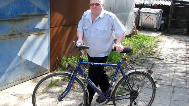 Cyklistům, kteří si pravidelně dávají svá kola do nádražní úschovny, se od pondělí finančně uleví. Úschovné třikrát zlevní, což může měsíčně znamenat úsporu přibližně 200 korun.