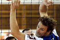 Kapitán Borek Fokt poved kladské volejbalisty do páté extraligové sezony.