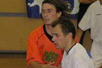 Futsalisté Kladna přehráli těsně Pardubice, přispěl k tomu k Martin Fitko (v bílém).