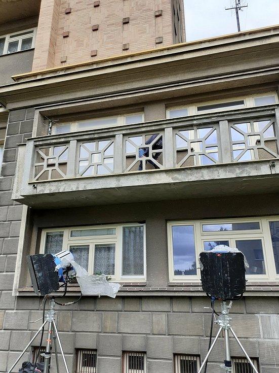 Do Kladna se vrátili špióni z Moskvy. Natáčejí se zde další scény dramatu Operations Totems.