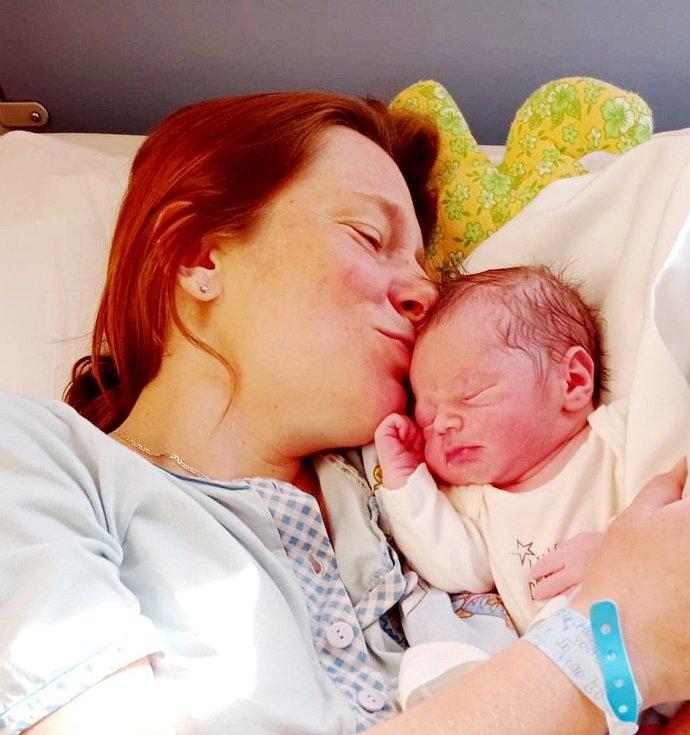 Vojtěch Herbrych, první miminko nymburské porodnice, měří rovných 50 centimetrů a váží 3 190 gramů. Foto: archiv nemocnice