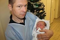 Prvním Kladeňáčkem roku 2020 je Vojta. Na snímku je s tatínkem Stanislavem.