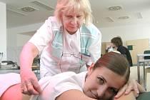 ODDĚLENÍ REHABILITACE je jedním z klíčových pracovišť nemocnice, které navrací pacienty po operacích, závažných onemocněních nebo úrazech do běžného života.