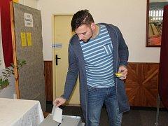 Ve volební místnost se proměnily také prostory Obecního úřadu Kamenné Žehrovice.