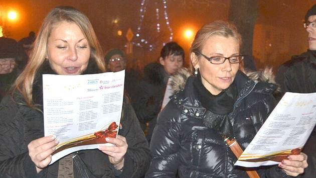 Na šesti místech na Kladenskua Slánsku si můžete ve středu14. prosince společně s Deníkemzazpívat koledy.