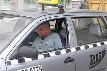 Firma Taxislužby Tango potvrdila, že dosud se zdražováním jízdného nepočítá. Rozhodne další pohyb cen benzinu.