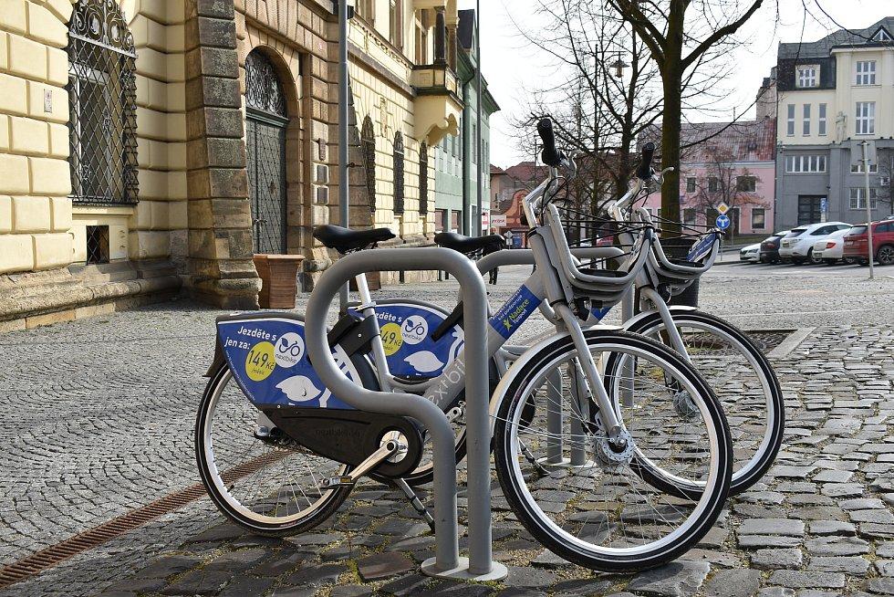 Sdílená kola už jsou v Kladně na sedmi stanovištích.