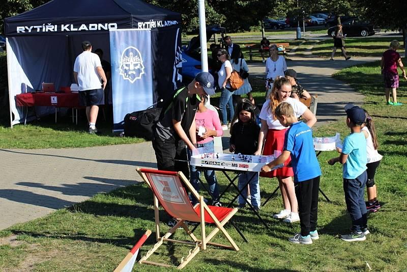 Rytíři Kladno - autogramiáda u Kauflandu byla hodně úspěšná, pro podpis Jágra a spol. si přišly stovky fanoušků.