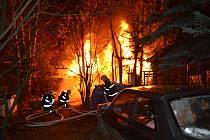Požár zahradní chatky v Kladně-Dubí.
