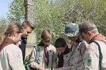 Ivo Hort (zcela vpravo) se slánskými skauty při Svojsíkově závodu
