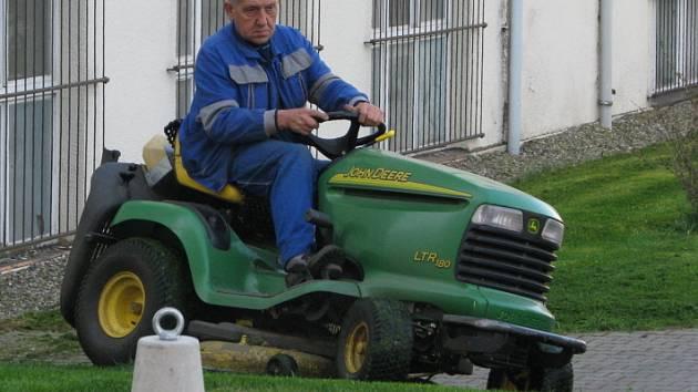Je pořádně posekaná tráva? I na to bude dohlížet pracovník na nově vzniknuvší pozici správce parků.