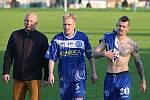 Jiří Veselý (uprostřed), hrdina turnaje Josefa Fujdiara. tady je s bývalým koučem Kladna I. Pihávkem a spoluhráčem M. Tóthem.