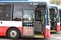 Cestují z Kladna dostali od Středočeského kraje čtrnáct nových autobusů.