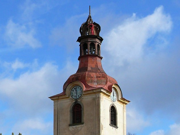 Letos bude sundána oplechovaná část věže, která bude nahrazena provizorní střechou.
