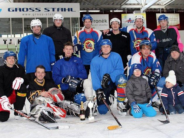 Vítězný tým hráčů Tuchlovic.