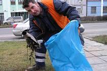 V nadcházejícím období budou mít pracovníci MPS Kladno plné ruce práce. Kromě svozu nahromaděného odpadu ze svátků a silvestrovských oslav se musí postarat i o vyhozené vánoční stromky.