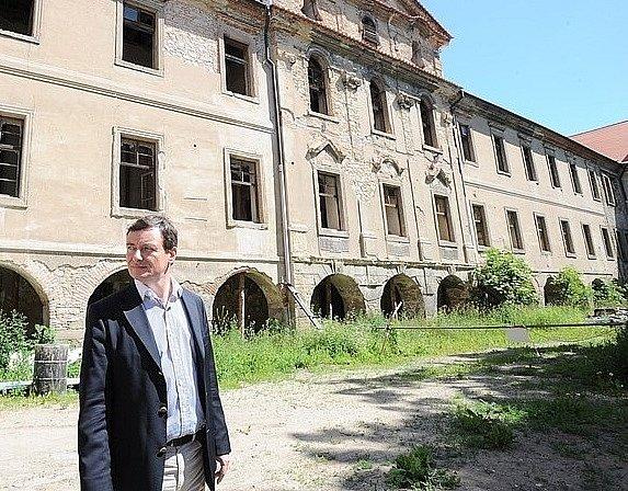 David Rath ještě na svobodě při prohlídce buštěhradského zámku.