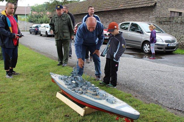 Diváci viděli například model přívozu, který jezdí na Lipně, kanadskou dřevařskou loď či bitevní loď Bismarck. Foto: Jan Brabec