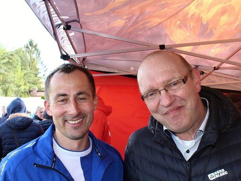 Vesnický fotbal v přímém TV přenosu! Doksy přivítaly Unhošť. Dva šéfové: Miroslav Liba (vpravo) vede středočeský svaz, Marek Mařík SK Doksy