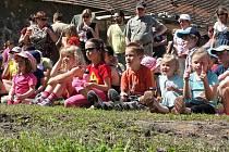 Děti zhlédly na zámku v Kolči divadelní představení. Kromě toho si mohly vyzkoušet nejrůznější hry a další aktivity.