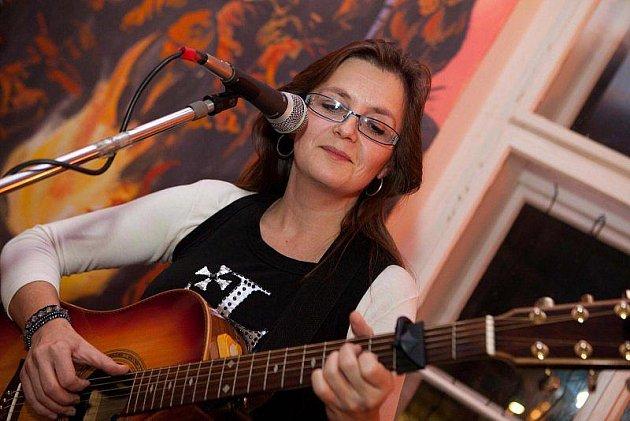 Simona Klímová, vítězka hudební ankety čtenářů Kladenského deníku v kategorii zpěvačka roku 2010.
