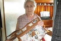 Marie Pavlíková se svou kabelkou.