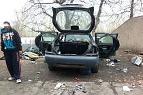 Rozvrakované auto v Trpoměchách