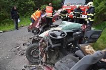 Také při nehodě mezi Novou Studnicí a Kačicí museli hasiči z auta zraněné vystříhat.