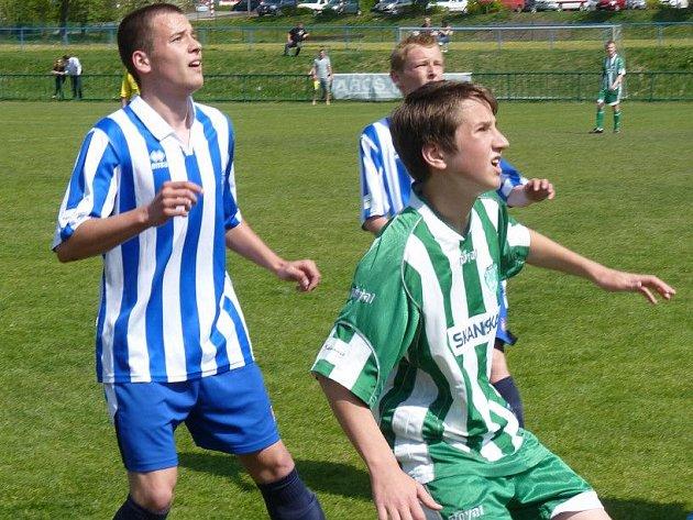 Mladší dorost SK Kladno (v modrém) vyhrál na hřišti Meteoru 4:1.
