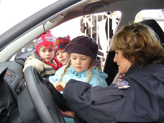 Policisté navštívili MŠ ve Vančurově ulici ve Slaném.