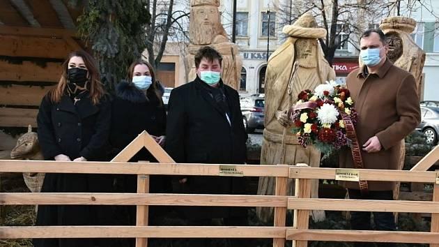 Z piety za řezbáře Miloslava Kotta.