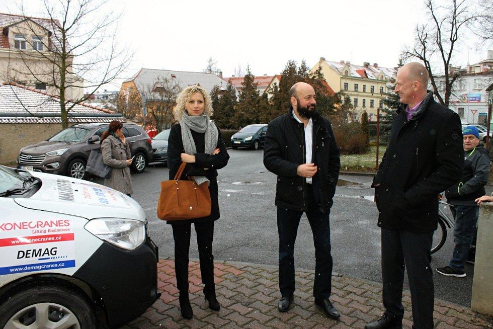 Ze slavnostního předání vozu Dacia Dokker Pečovatelské službě ve Slaném.
