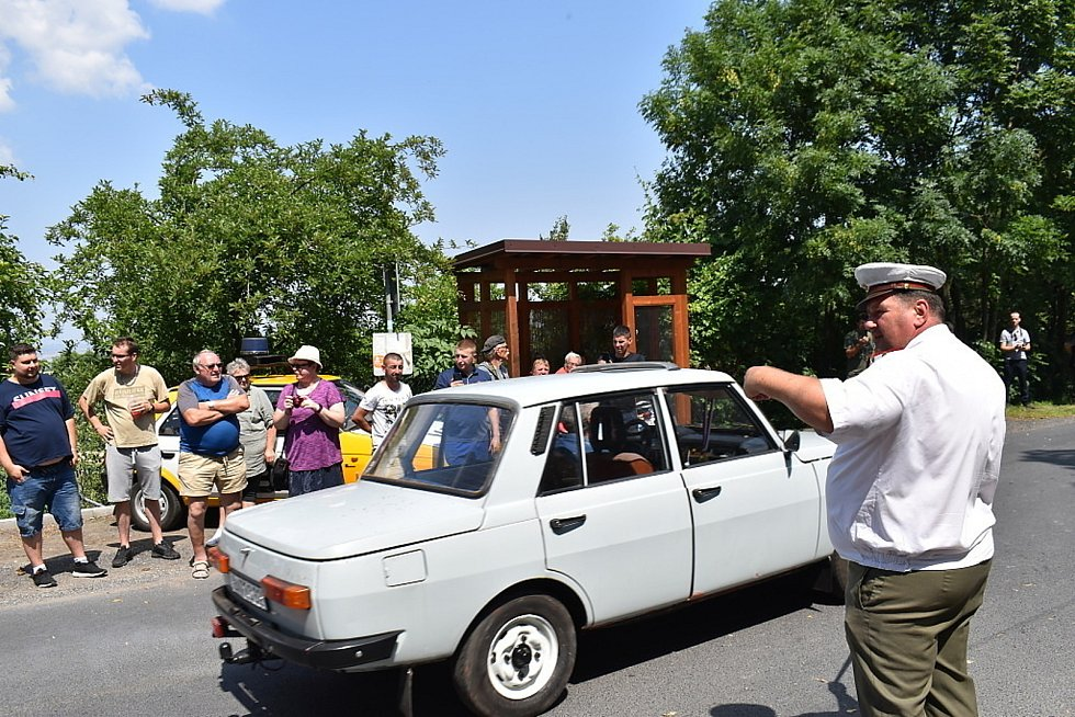 Devátý ročník srazu historických vozidel v Hříškově.