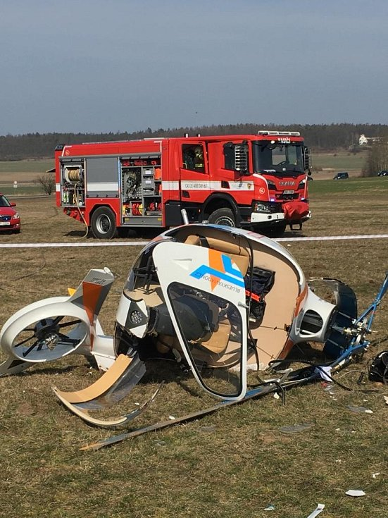 Na letišti Velká Dobrá havaroval malý vrtulník.