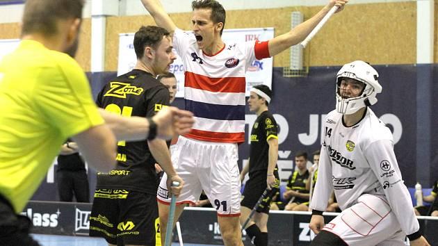 Florbalisté Kladna ( bílém) porazili doma Havířov 9:3 a dál jsou ve hře o třetí místo v I. lize.