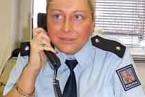 Ve chvíli, kdy vznikal rozhovor s Monikou Horovou, zazvonil telefon informující vedoucí oddělení hlídkové služby o loupežném přepadení v Kladně–Dubí.