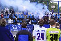 Kladenský tým sleduje děkovačku fanklubu, byť sestupuje s podporou může počítat i nadále.. / SK Kladno - FC Slovan Liberec  1:2 (0:0) , utkání 30.k. Gambrinus liga 2009/10, hráno 15.5 .2010